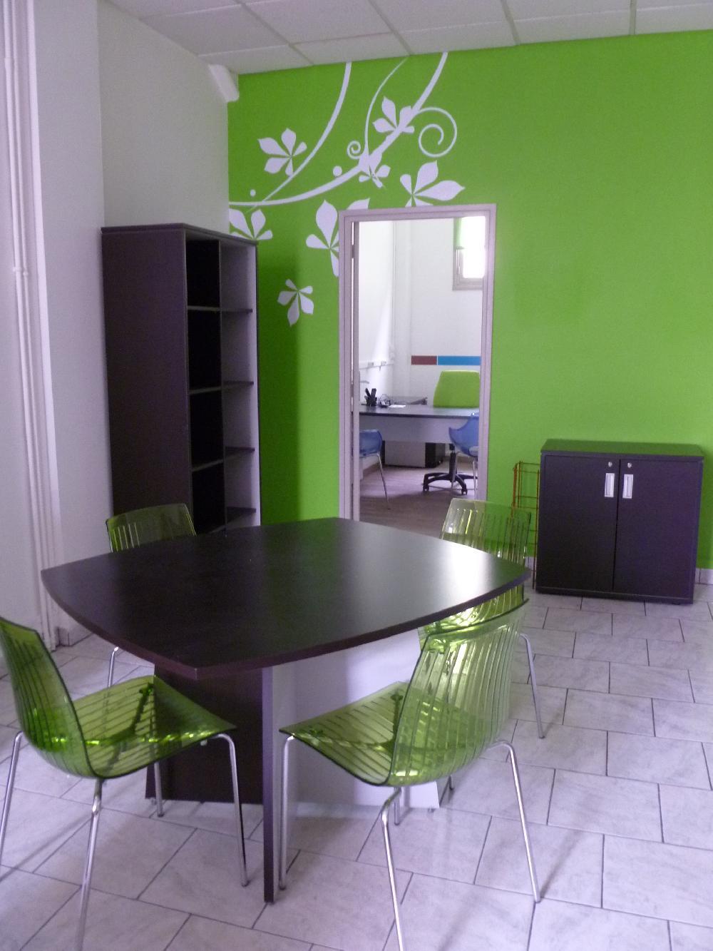 Vente aux ench res materiel et mobilier de bureau en bon for Vente materiel bureau