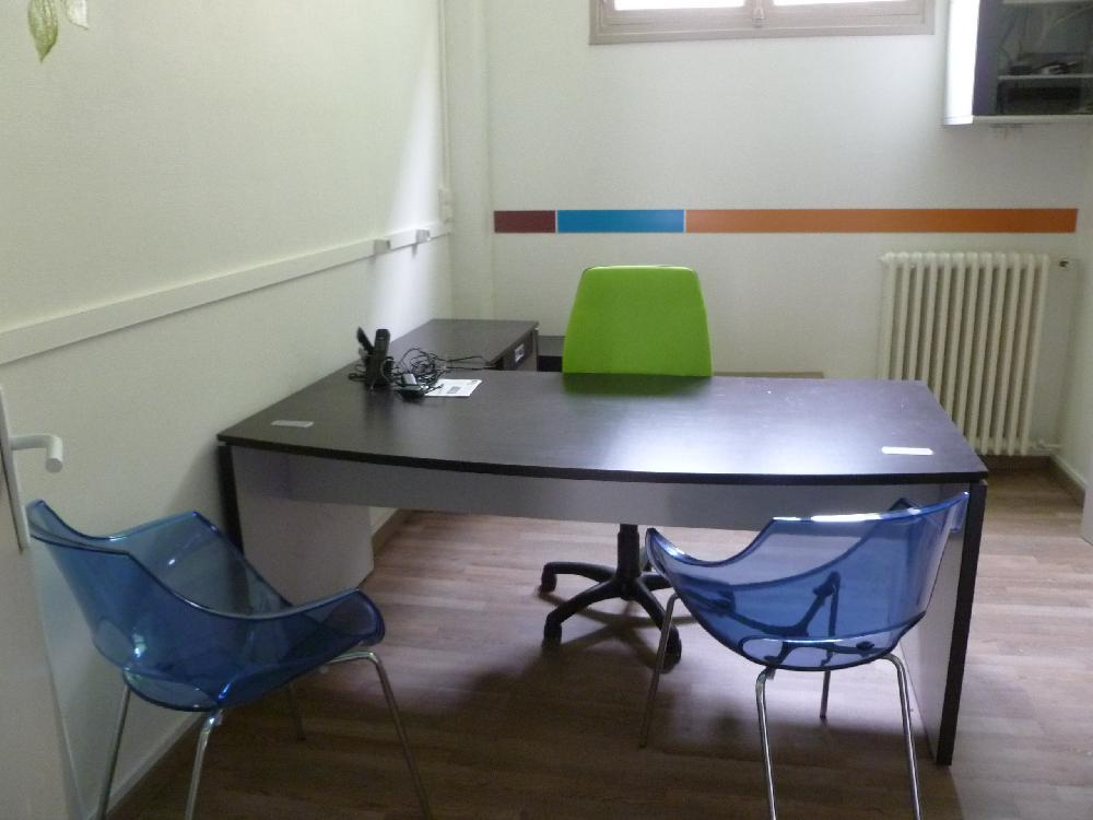 Vente aux ench res materiel et mobilier de bureau en bon for Materiel de bureaux